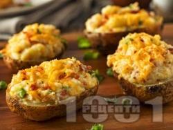 Пълнени картофи с бекон, сметана и кисело зеле печени на фурна - снимка на рецептата